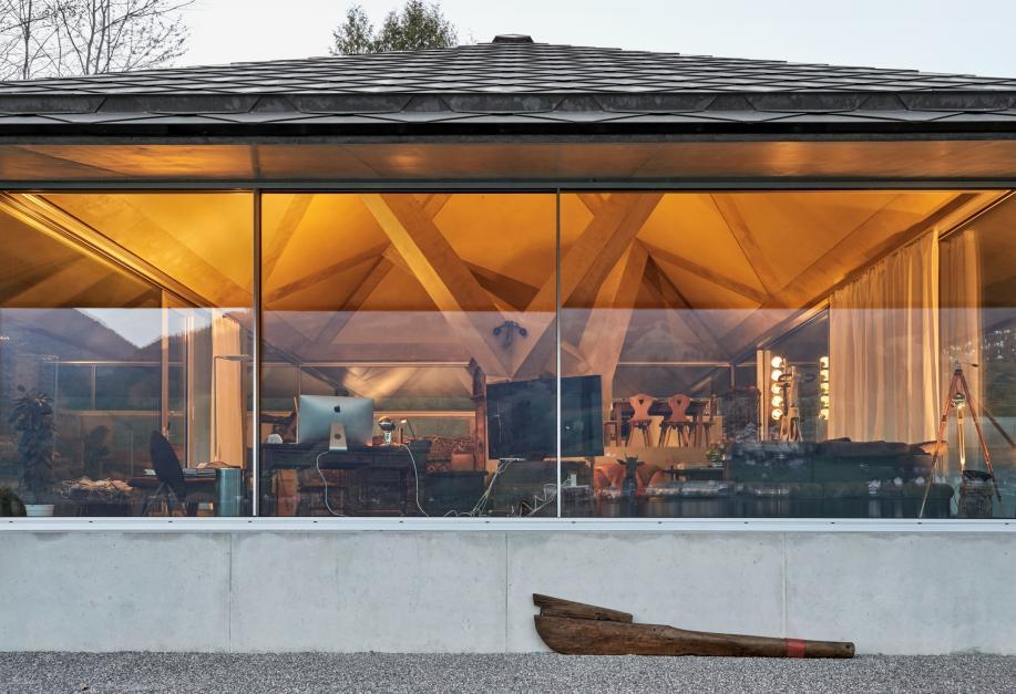 betonsuisse haus mit zwei st tzen. Black Bedroom Furniture Sets. Home Design Ideas